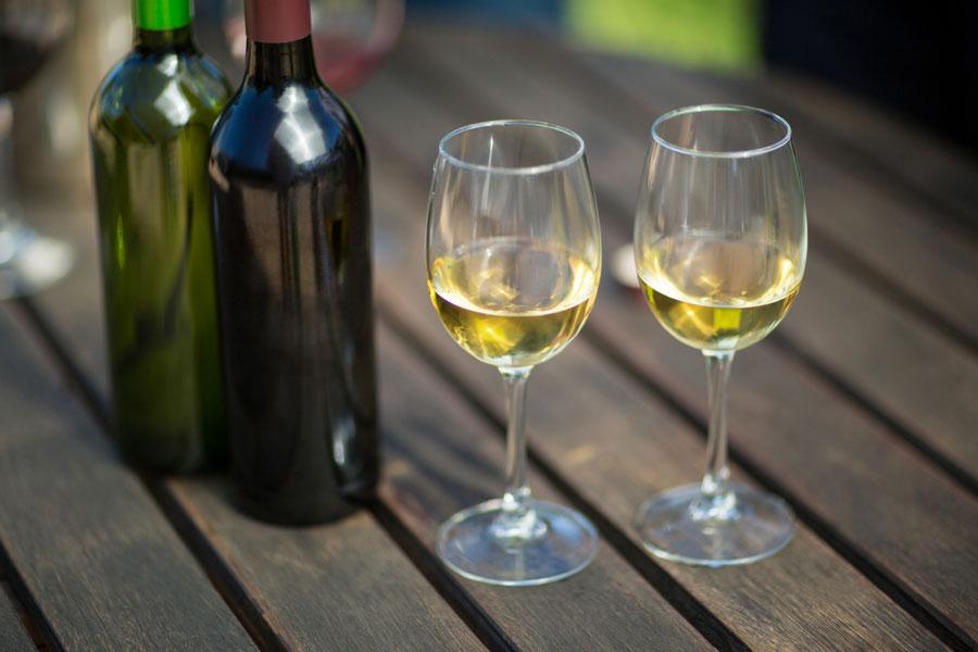 Falanghina dei Campi Flegrei: scopriamo da vicino questo prestigioso vino campano